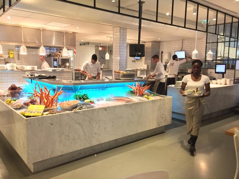 Offene Showküche in der Seafood Bar