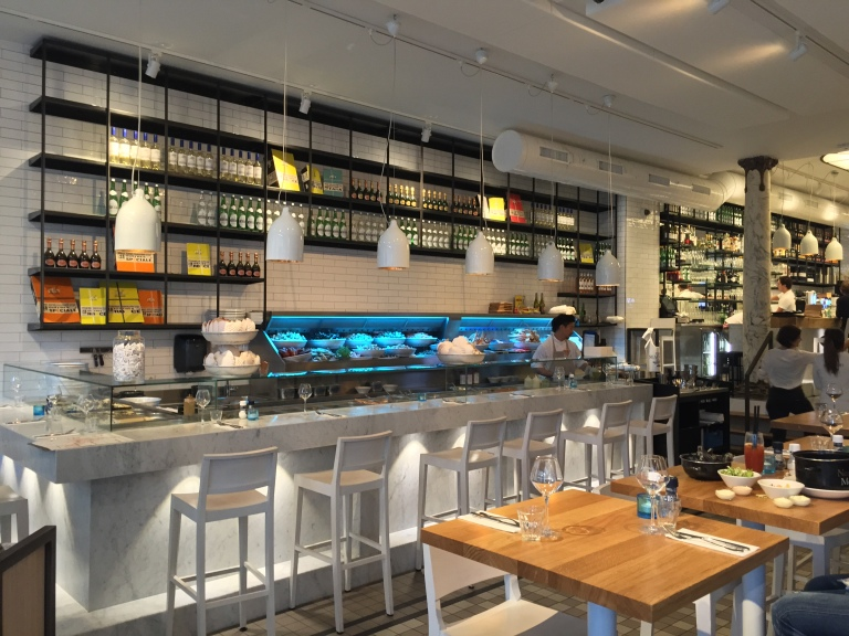 Seafood Bar - kulinarisch beste Meeresleckereien in lockerem Ambiente. Tipp: Austern!