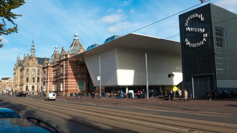 Stedelijk Museum für moderne Kunst mit Anbau, mutiges Design ist nicht automatisch ästhetisch!